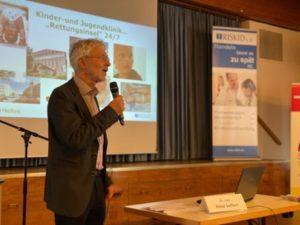 Chefarzt Dr. Peter Seiffert eröffnet den 3. Fachtag Kinderschutz